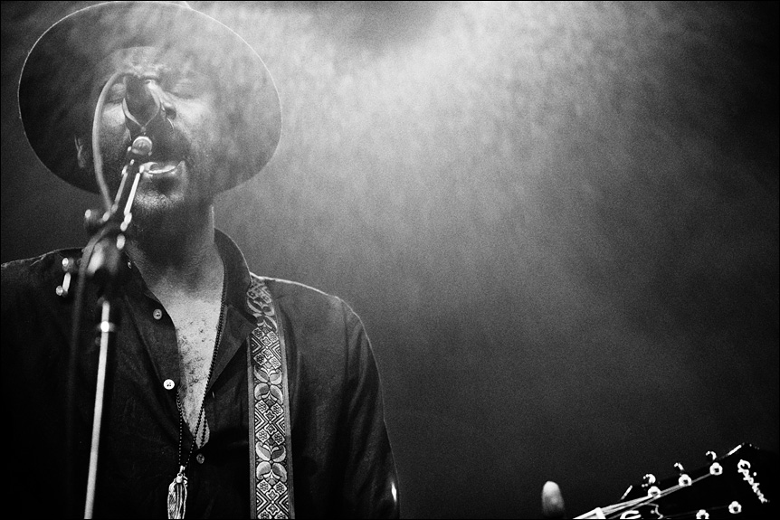 gary_clark_jr_summerfest_2014_milwaukee_album_packaging_music_photography_live_show_warner_brothers_records_04