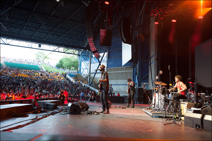 gary_clark_jr_summerfest_2014_milwaukee_album_packaging_music_photography_live_show_warner_brothers_records_05