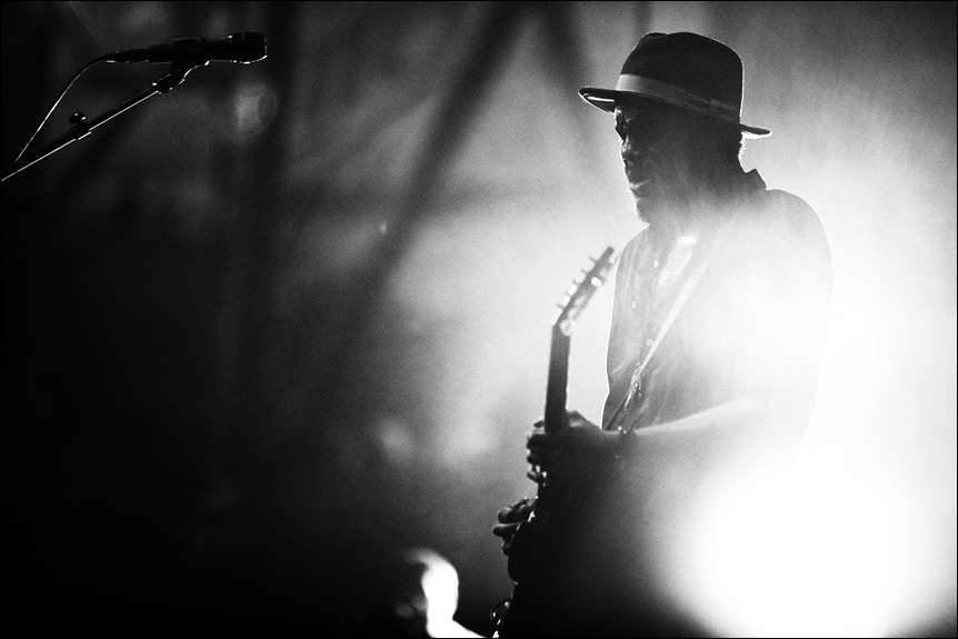 gary_clark_jr_summerfest_2014_milwaukee_album_packaging_music_photography_live_show_warner_brothers_records_14